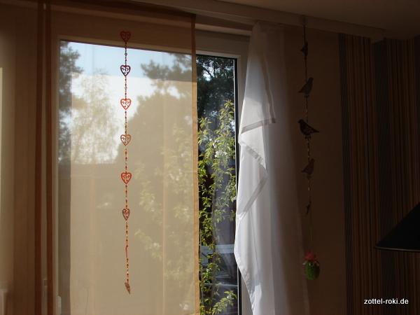 Umdekorierter Vorhang, geht noch so, oder Frauchen ?