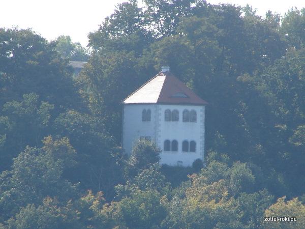 Das Totenhäußchen über der Elbe